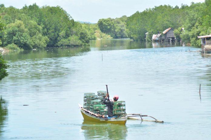 Crab Fisherman River Batiano in Arevalo, Iloilo City Panay News