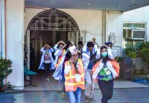"READY FOR THE 'BIG ONE'? The medical staff of Iloilo Mission Hospital in La Paz, Iloilo City rehearse the basic earthquake response ""duck, cover and hold"" in preparation for today's (Feb. 21, 2019) national simultaneous earthquake drill. IAN PAUL CORDERO/PN"