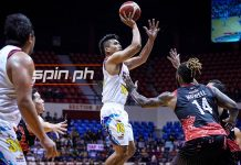 Rain or Shine Elasto Painters' James Yap scores a one-hander over Phoenix Pulse Fuel Masters' Richard Howell. SPIN.PH