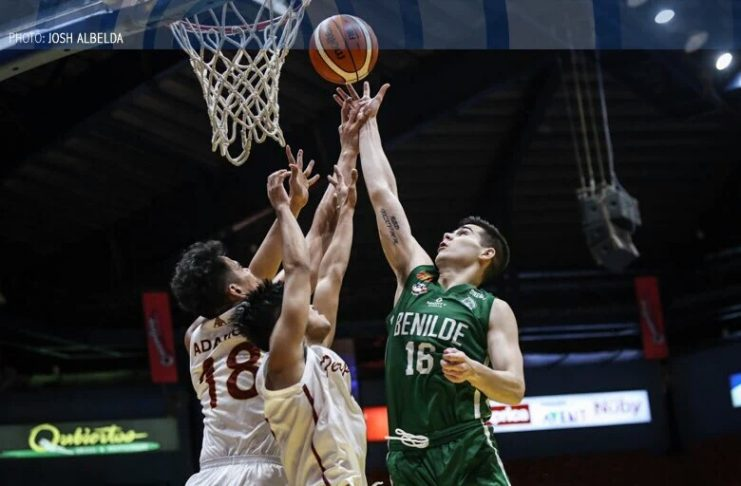 Ilonggo Edward Dixon of the College of St. Benilde Blazers drops a floater against two University of Perpetual Help Altas defenders. ABS CBN SPORTS PHOTO