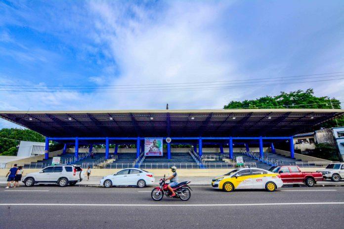 "Mayor Jerry Treñas names the new grandstand on Muelle Loney Street in City Proper as ""Iloilo City Freedom Grandstand"" on July 29. IAN PAUL CORDERO/PN"