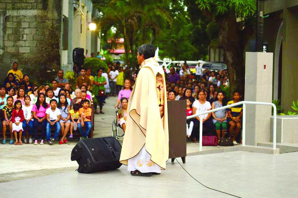 The al fresco mass celebrated by Rev. Fr. Fernando Suarez