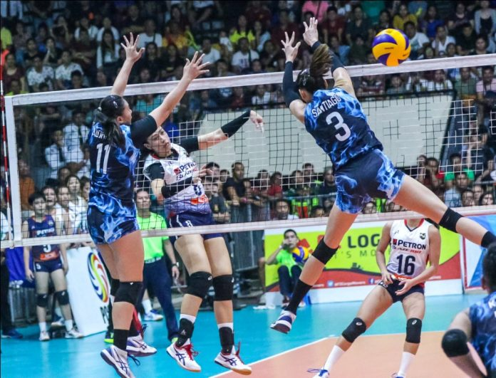 Aiza Maizo-Pontillas of Petron Blaze Spikers blasts a shot towards the defense of fellow Ilongga Ma. Shaya Adorador of Foton Tornadoes. PSL PHOTO
