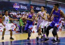 Eliud Poligrates of the Marinerong Pilipino Skippers evades his Hazchem Green Warriors defenders. PBA PHOTO