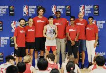 Negrense Harold Alarcon received his Boys All Stars Games MVP while being flanked by NBA players Robin Lopez of Milwuakee Bucks and Kevon Looney of the Golden State Warriors. NBA PHOTO