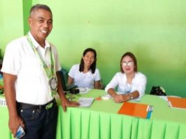 Antique Provincial Board Member Pio Jessielito Sumande (left) and public school teachers discuss an ordinance that will grant financial assistance to senior high school students. ANNABEL CONSUELO PETINGLAY/PNA