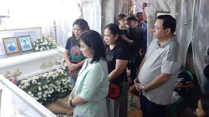 Vice President Leni Robredo visits on Aug. 12, 2019 the wake in Mandurriao, Iloilo City of residents who were casualties in the Aug. 3 Iloilo Strait capsizing of three motorboats. This is the wake of drowning victims Jhen Lloyd Jay Salanatin and brother Jhaeron Mars, cousin Jhairus James Alejado, and their grandmother Adora Java. Mayor Jerry Treñas accompanies Robredo. CITY HALL PHOTO
