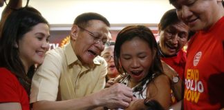 Health secretary Francisco Duque III (second from left) administers anti-polio vaccine to a child in Quezon City on Sept. 20 in a campaign to end the resurgence of the deadly disease. BULILIT MARQUEZ/AP/TIME.COM