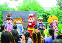 Jollibee performs on stage with the Jollitown squad.