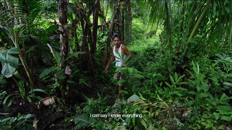 Jun Bayog, maaram – equivalent to the babaylan, leads the panguyang ritual before the rice harvest. (Film still)