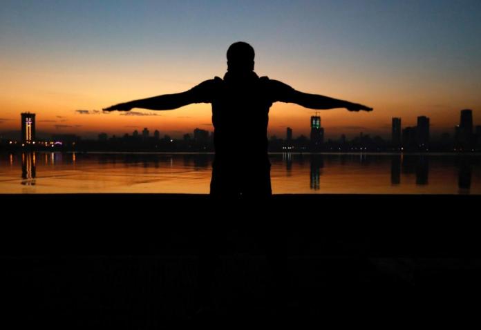 A man exercises early in the morning along the Arabian Sea in Mumbai, India. DANISH SIDDIQUI/REUTERS