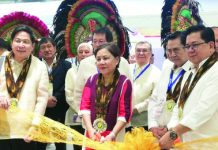 Senator Cynthia Villar (center) leads the opening of the three-day 12th Philippine National Shrimp Congress at the SMX Convention Center in Bacolod City on Tuesday. She is joined by Negros Occidental 2nd District representative Leo Rafael Cueva (right), Philippine Shrimp Industry, Inc. (Philshrimp) president Roberto Gatuslao (2nd from right), congress chairman Constantine Tanchan (right) and other Philshrimp officials. PNA