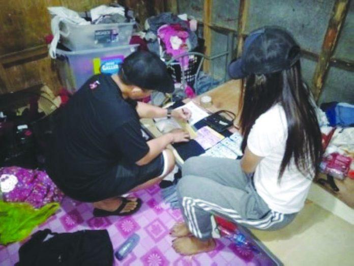 "An antidrug operative inspects the suspected shabu seized from ""high-value"" target Arlene Arnaiz in Barangay 3, Bacolod City on Wednesday. Police Station 8/BCPO"