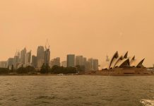 The haze from bushfires obscures the sun setting above the Sydney Opera House in Sydney, Australia on Dec. 6. REUTERS/JOHN MAIR/FILE PHOTO
