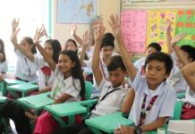 Students from Boracay National High School raised their hands to answer queries.