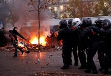 French CRS riot police face off with protesters during clashes at a demonstration against the government's pensions reform plans in Paris, France on Dec. 5. REUTERS/GONZALO FUENTES