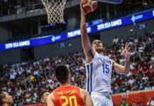 Gilas Pilipinas' June Mar Fajardo easily scores against a Vietnamese defender. RAPPLER PHOTO