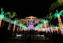 GLOW IN THE DARK. Glowing Christmas lights attract people to the Iloilo provincial capitol on Bonifacio Drive, Iloilo City. The provincial government officially switched on the holiday lights last night, Dec. 2, 2019. Ian Paul Cordero/PN