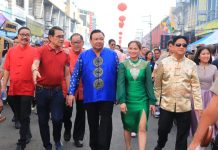 Iloilo City officials and dignitaries join the Chinese New Year grand parade on Jan. 29, 2020. Photo shows, among others, Cong. Julienne Baronda, Mayor Jerry Treñas, Vice Mayor Jeffrey Ganzon, Councilor Love Baronda, and Iloilo Festivals Foundation, Inc. chief, Judgee Lopez Peña.