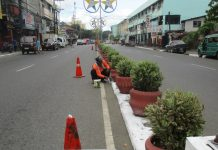 Personnel of the DPWH Iloilo City District Engineering Office undertaking maintenance activities along major roads in city proper area in preparation for Dinagyang Festival 2020. DPWH ILOILO CITY DEO
