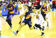 Eduardo Daquiaog in action versus Talk N' Text KaTropa. PBA PHOTO