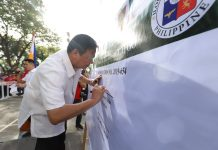 "Mayor Jerry Treñas spearheads the signing of a ""pledge of commitment"" in support to Resolution No. 2019-654 of the Sangguniang Panlungsod encourage the public to observe ""Clean as You Go"" – the practice of keeping one's area clean and tidy at all times."