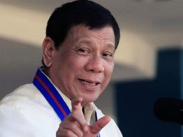 """President Rodrigo Duterte urges Marines to use their new weapons """"to kill the enemies of the State,"""" during the ceremonial turnover of military equipment and firearms to the Philippine Marine Corps. REUTERS/ROMEO RANOCO"""