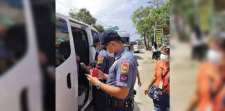Police officers flag down this vehicle at a border control checkpoint in Malay, Aklan. The local government unit put up checkpoints in strategic parts of the town to lessen the risk of spreading the coronavirus disease 2019 (COVID-19). MALAY PNP