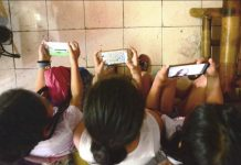 "NO TIME TO READ. Do children nowadays spend more time tinkering with their mobile phones than reading books? A Sangguniang Panlalawigan member of Iloilo says multiple studies show children exposed early to modern electronic gadgets such as phones have poor reading comprehension ability. In Iloilo province, an estimated 42,000 learners from kindergarten to high school are ""frustration level"" readers – they can recognize some words but they lack comprehension. IAN PAUL CORDERO/PN"