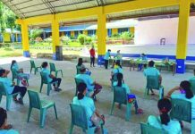 Recipients of modified conditional cash transfer Valderrama, Antique observe social distancing as a bid to curb the spread of the coronavirus disease 2019 while they wait to claim their cash grants. A total of 307 indigenous people in that town received their grants on March 25 to 27. PNA